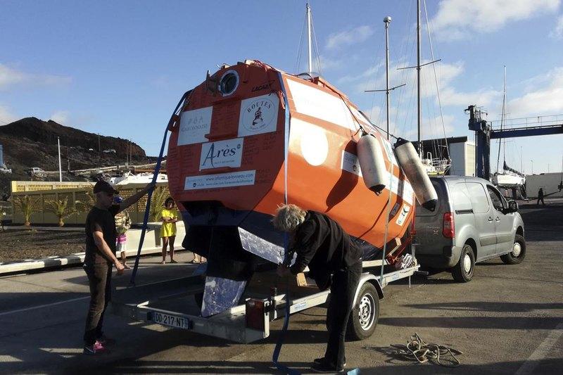 71-летний француз отправился в путешествие через Атлантику в «бочке»