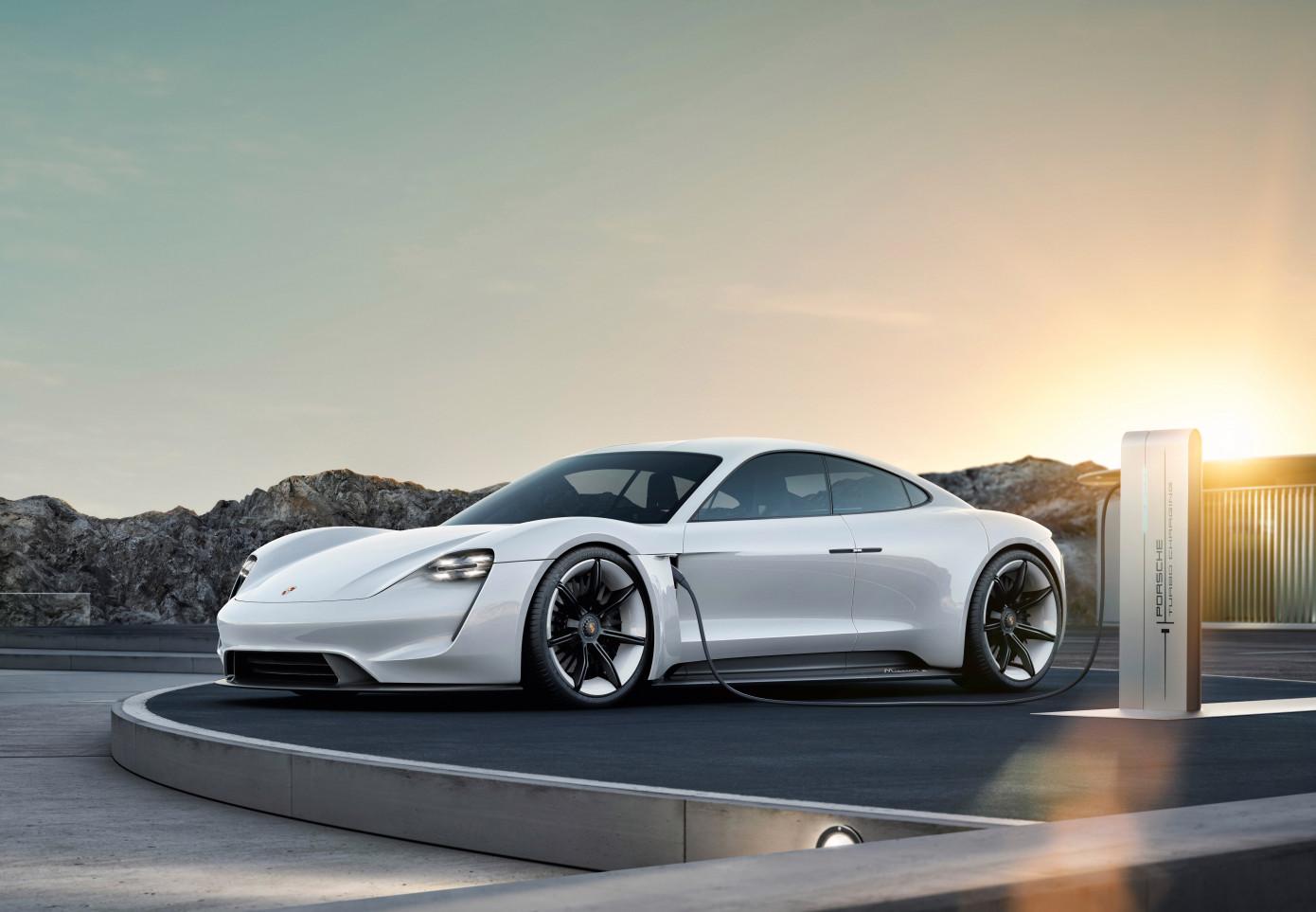 Годовой запас Porsche Taycan уже зарезервирован, в основном владельцами Tesla - 1
