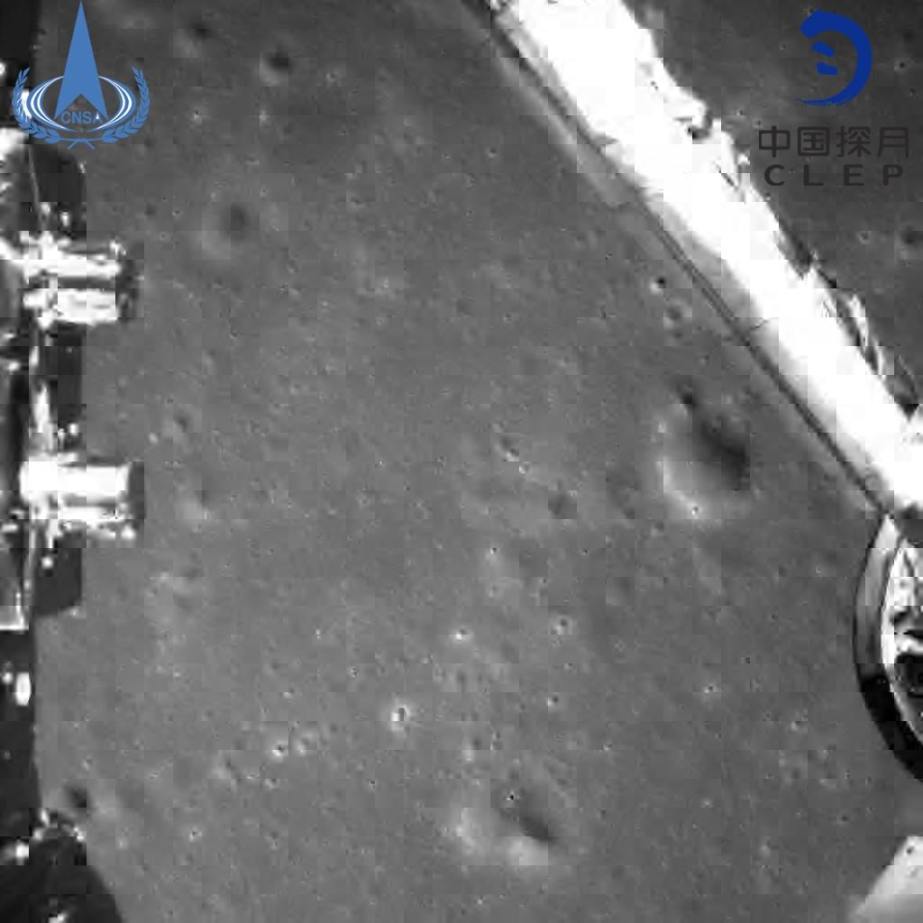 Космический аппарат «Чанъэ-4» совершил успешную посадку на обратной стороне Луны и прислал первое фото - 2
