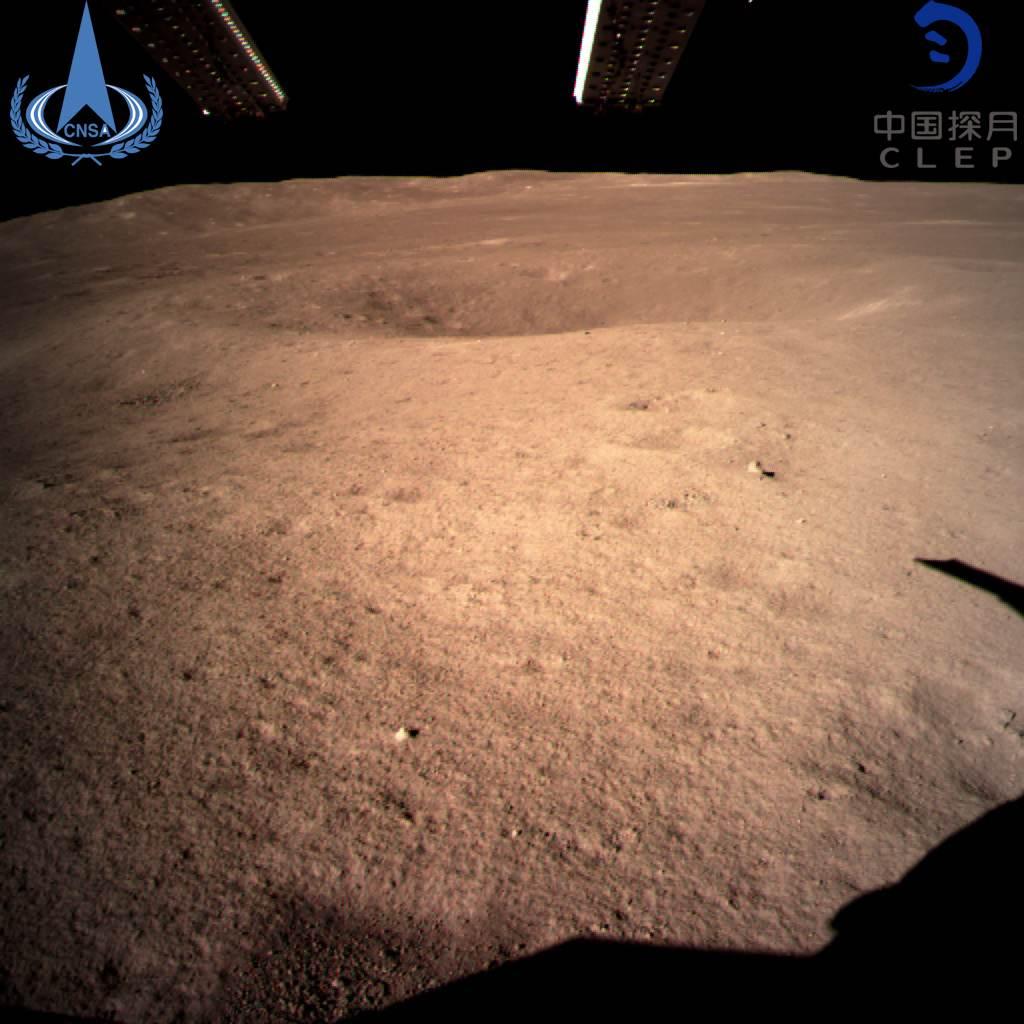 Космический аппарат «Чанъэ-4» совершил успешную посадку на обратной стороне Луны и прислал первое фото - 7