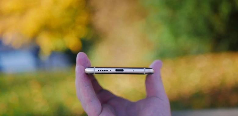 Глава Xiaomi спрашивает, действительно ли мы считаем, что флагманский смартфон Redmi в 2019 году должен иметь порт USB-C
