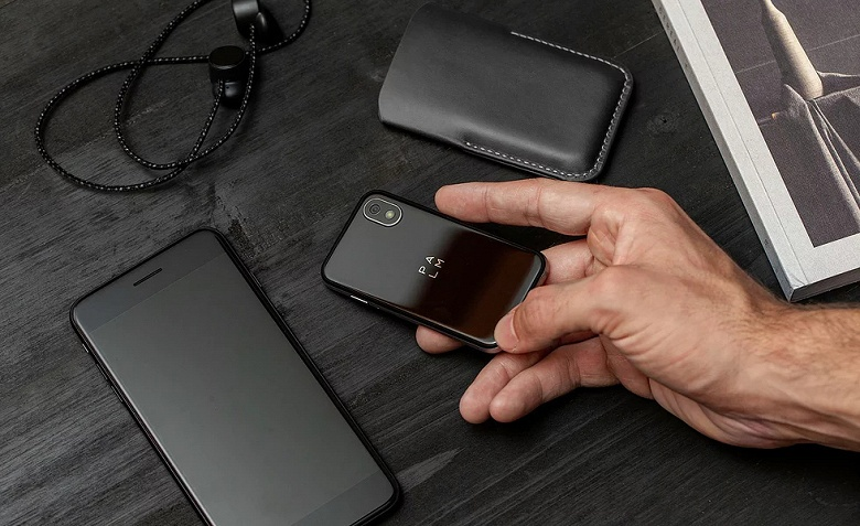Миниатюрные смартфоны Palm скоро можно будет купить не только в США - 1