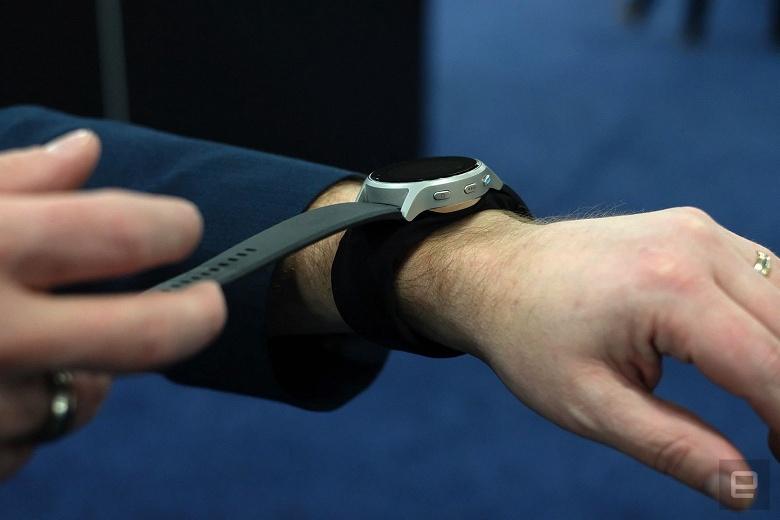 Монитор артериального давления HeartGuide напоминает наручные часы