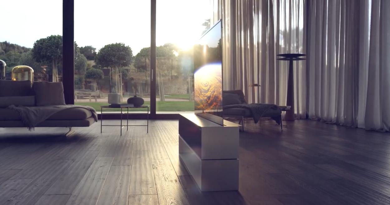 LG презентовала серийный телевизор со сворачивающимся экраном