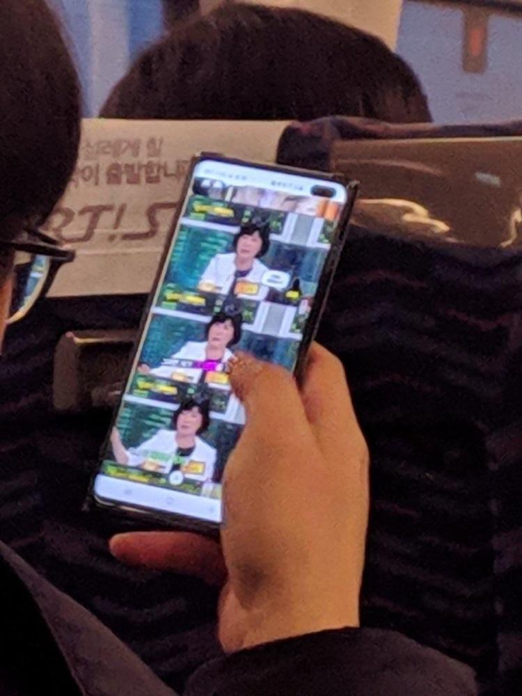 Слухи: первое живое фото и опыт использования Galaxy S10+