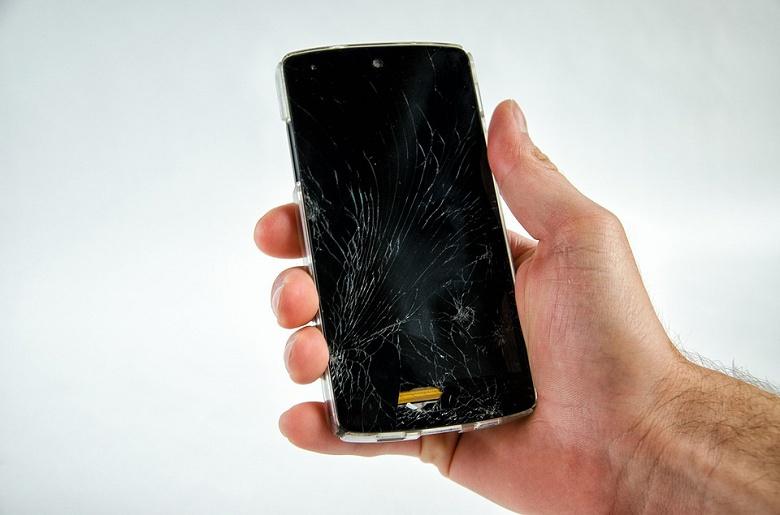В России появилось онлайн-страхование экранов смартфонов