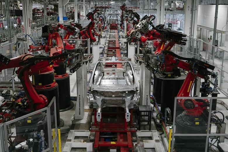 Tesla увольняет 7% постоянных сотрудников