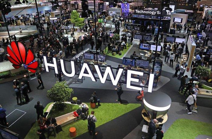 На фоне усиливающегося давления компания Huawei объявила о намерении инвестировать 100 млрд долларов в развитие сетевых технологий