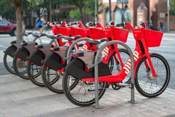 Uber работает над самоуправляемыми электроскутерами и велосипедами
