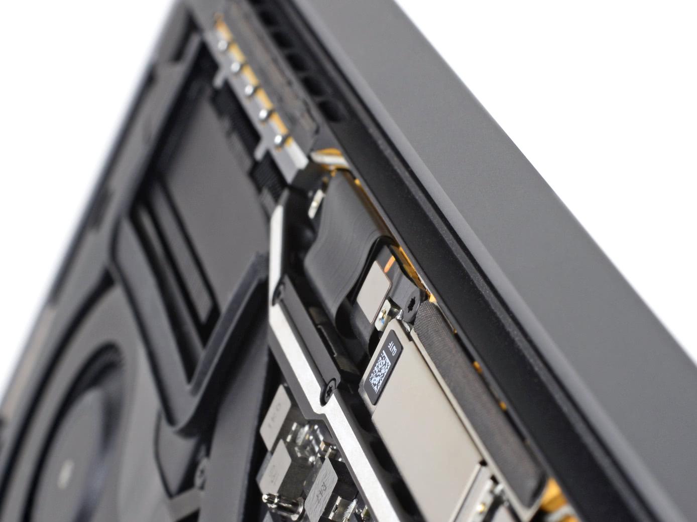 Хрупкий кабель дисплея MacBook Pro: очередная ловушка, в которую загнали себя инженеры Apple - 1
