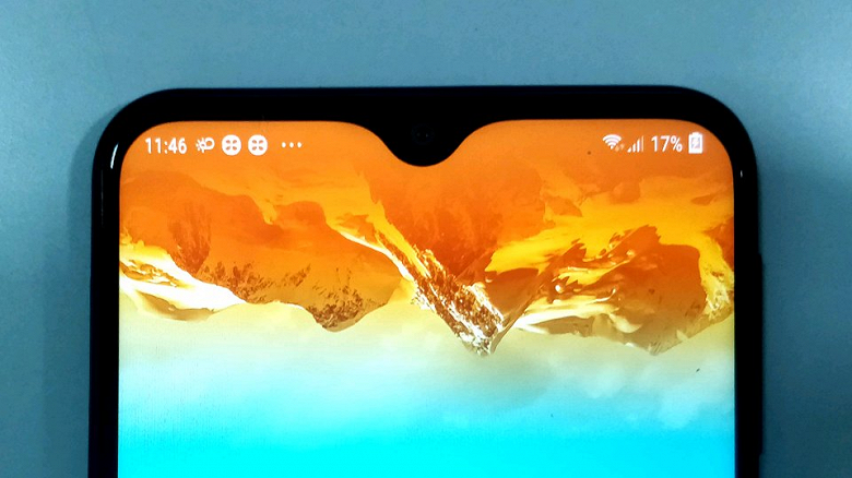 В первом обзоре Samsung Galaxy M20 смартфон хвалят за экран и время работы без подзарядки