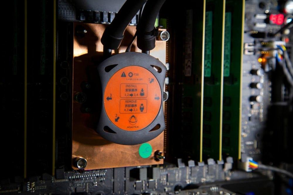Intel выпустил в продажу суперпроцессор за 3000 долларов