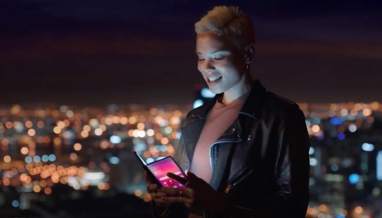 Складной смартфон Samsung засветился в тизерном видео