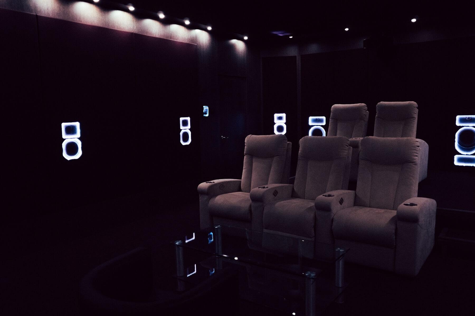 Смотрим фильмы дома: 10 материалов о строительстве домашнего кинотеатра и выборе оборудования - 2