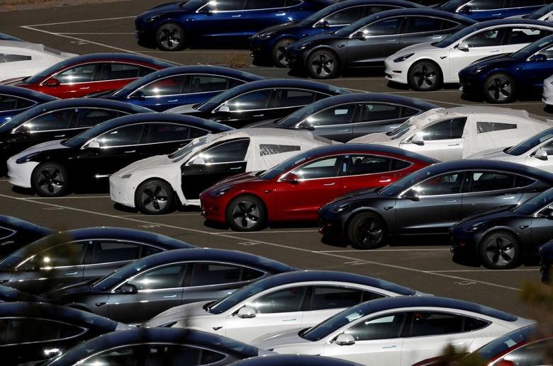 Tesla второй раз в этом году снижает цены на электромобили Model 3