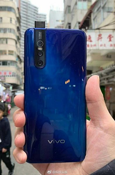Смартфон Vivo V15 Pro с выдвижной камерой предстал на качественном живом фото и в рекламном ролике со звездой Болливуда