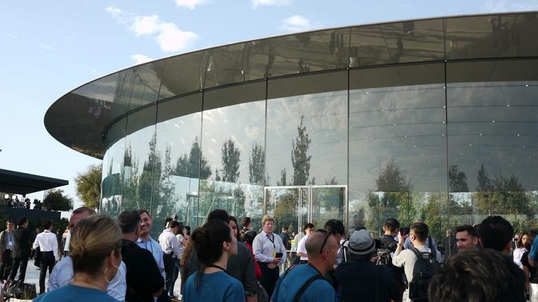 Потоковый видеосервис Apple, который представят 25 марта, станет доступен только летом или осенью