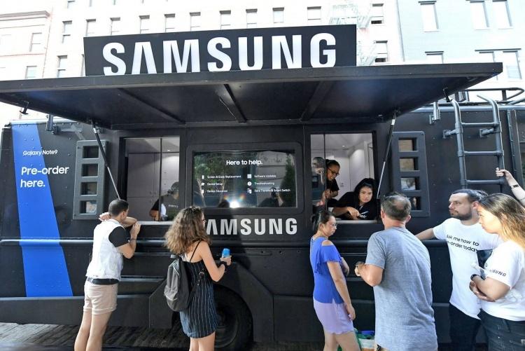 Вместе с анонсом Galaxy S10 компания Samsung откроет в США три магазина