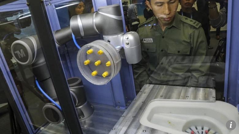 Фитнес-трекеры, видеонаблюдение и роботы для исследования фекалий: Гонконг хочет превратить обычные тюрьмы в умные