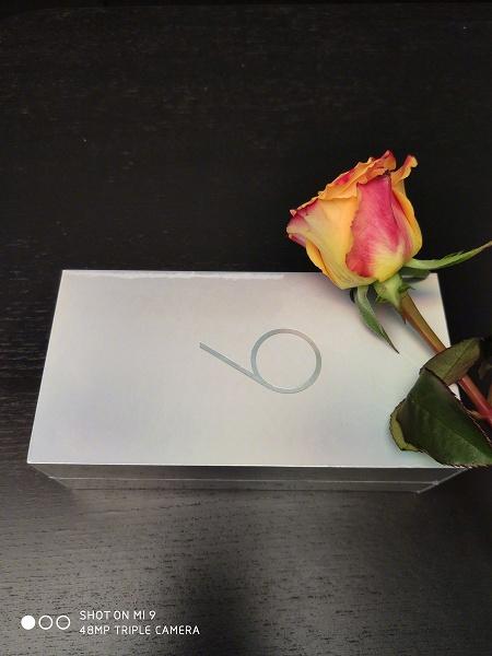 К выпуску готов. Xiaomi показала розничную коробку флагманского смартфона Xiaomi Mi 9