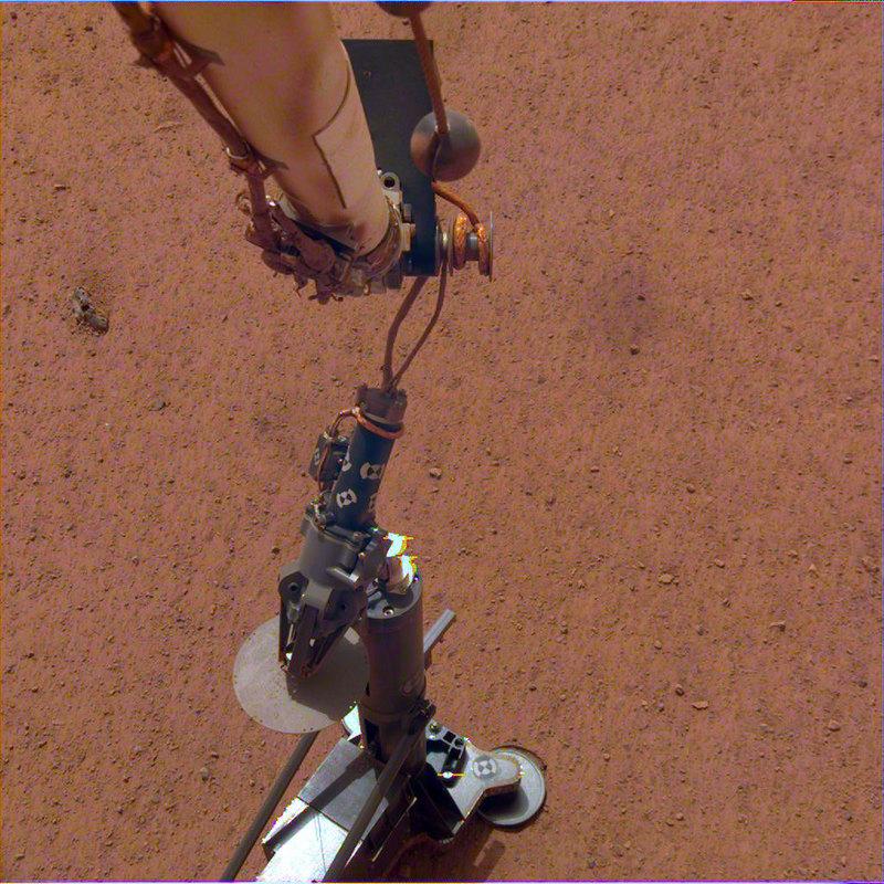 Марсианский зонд InSight успешно работает на Красной планете - 2