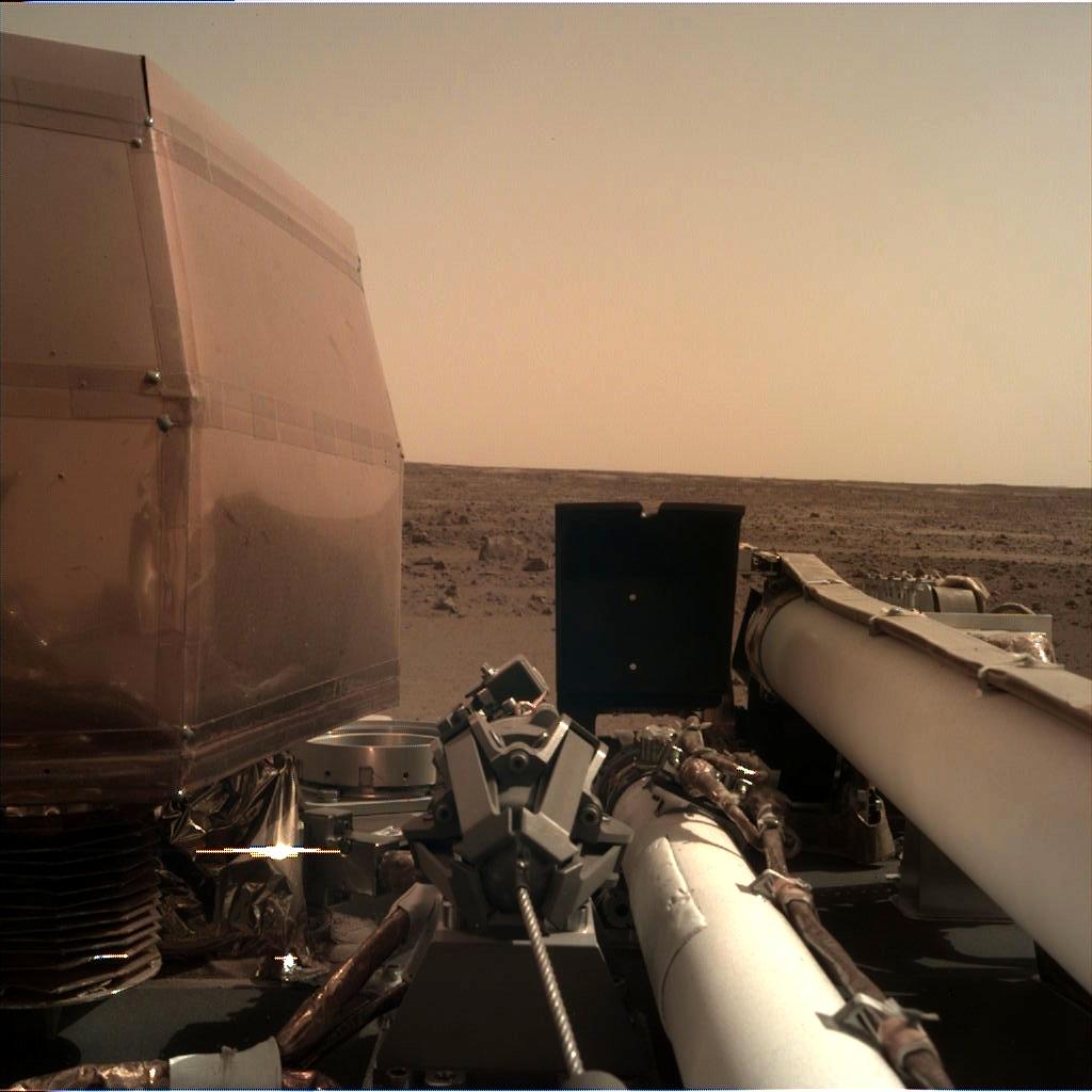 Марсианский зонд InSight успешно работает на Красной планете - 1