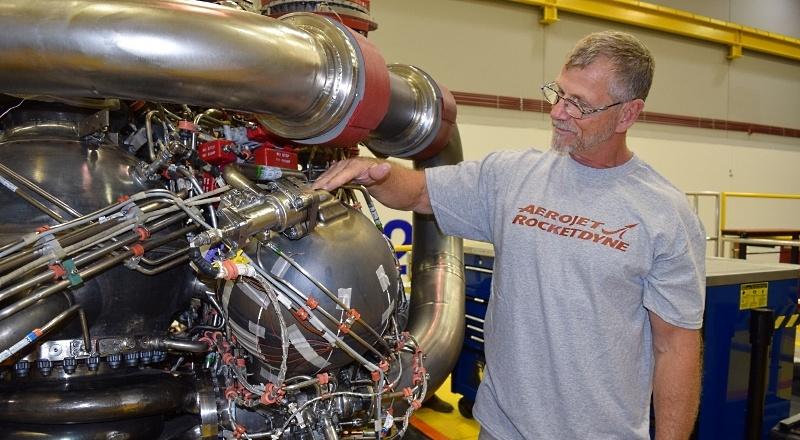 NASA покупает еще два места на «Союзах», испытывает RS-25 и не отказывается от околоземной станции - 5