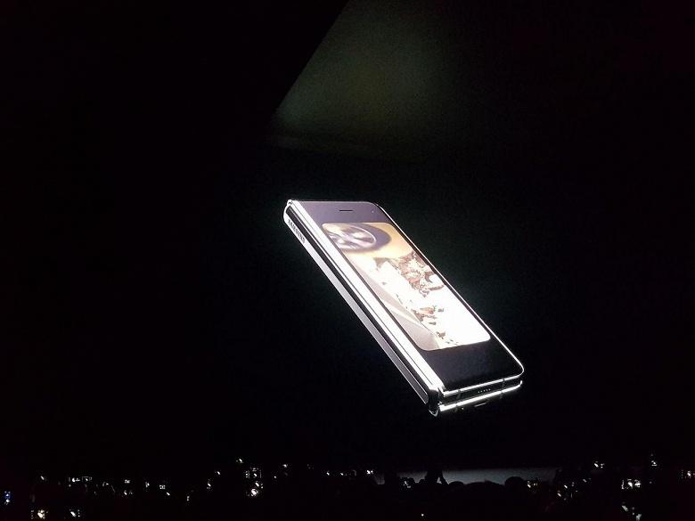 Samsung представила Galaxy Fold – свой первый смартфон с гибким экраном