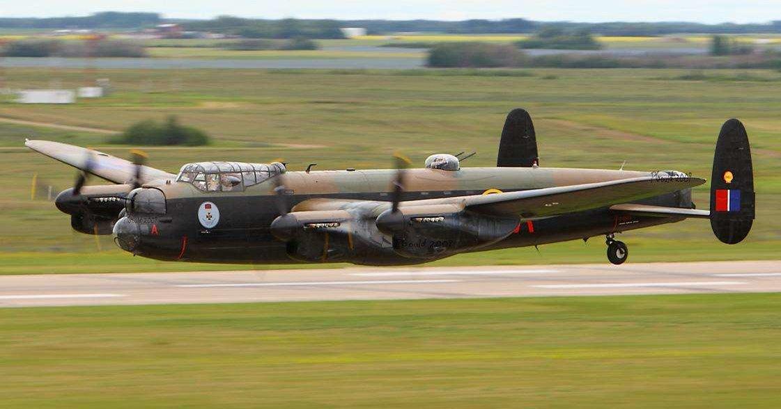 Как летает Avro Lancaster