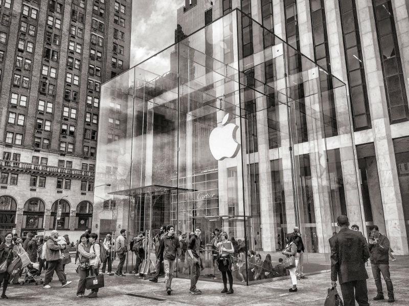Топ-менеджера Apple обвинили в инсайдерской торговле. Он должен был с ней бороться - 1