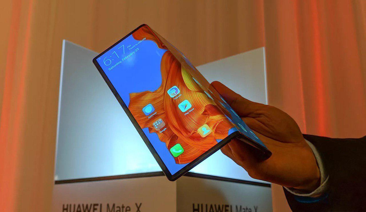 Huawei показала раскладной телефон за $2600 - 1