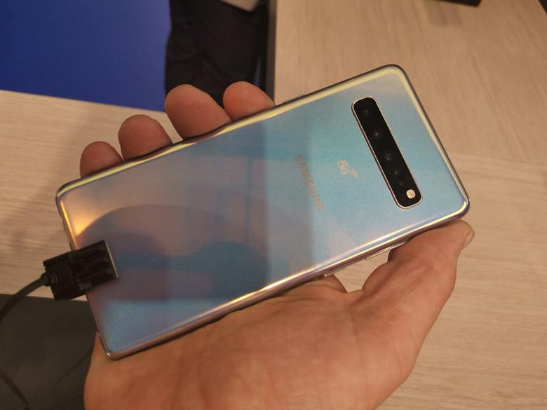 Стартовали продажи Samsung Galaxy S10, пока в одной стране мира. Флагман Samsung Galaxy S10 5G красуется на первых живых фотографиях