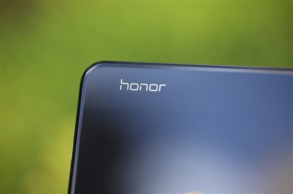 Придется подождать. Складной смартфон Honor появится только в следующем году