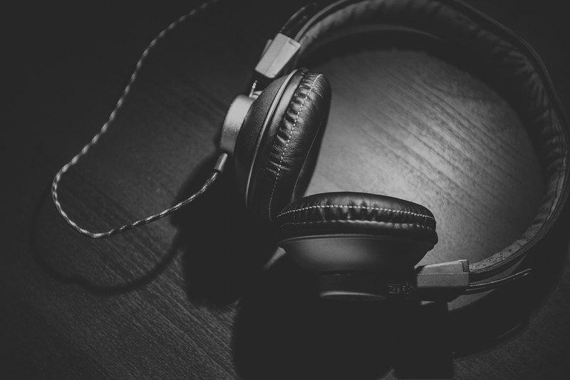 Прослушивание музыки может отрицательно влиять на креативность: исследование