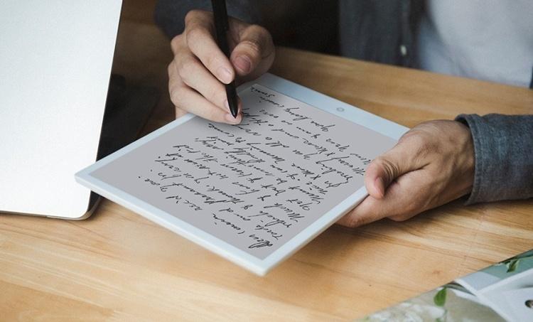 Разработчики называют E-Pad первым в мире планшетом с экраном E Ink и модулем 4G