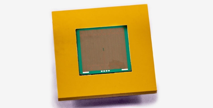 Кремниевый радиатор с микроканалами с жидкостью в 100 раз лучше металлического