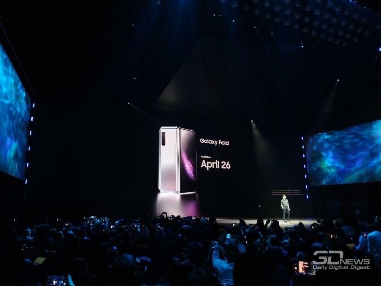 Первоначально складной телефон Huawei был похож на Galaxy Fold