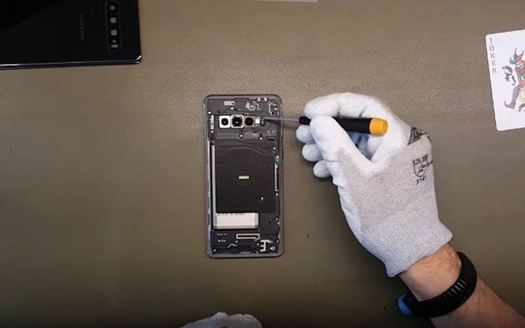 Видео дня: разборка Samsung Galaxy S10, S10e и оригинального Galaxy S