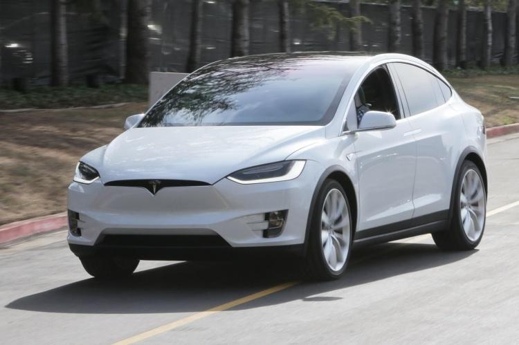 Tesla заметно снизила цена на Model X и Model S