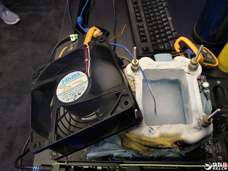 Intel Core i9-9900K разогнали до 7,2 ГГц при использовании жидкого азота