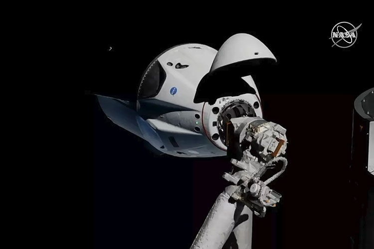 Корабль SpaceX Crew Dragon автоматически состыковался с МКС