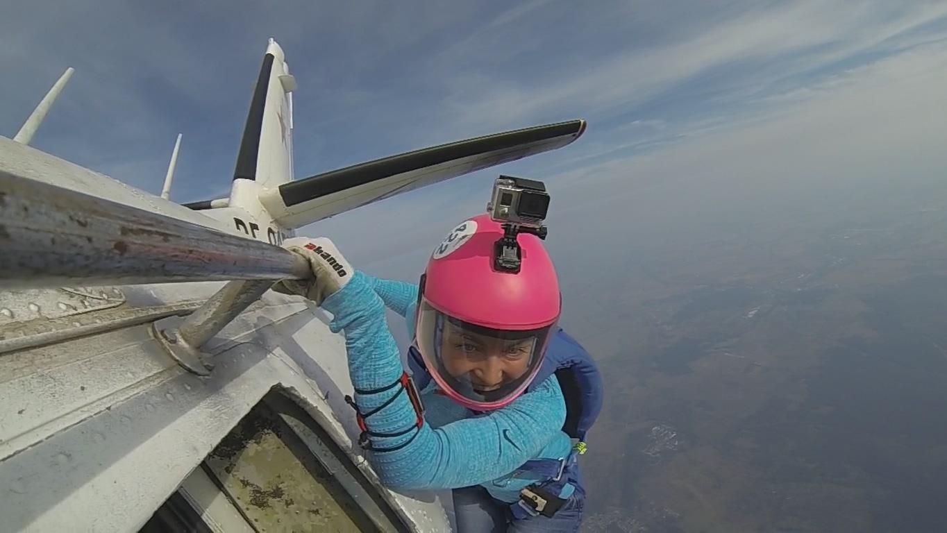 Шагнуть в небо. Честная история про серьезное увлечение парашютным спортом - 1