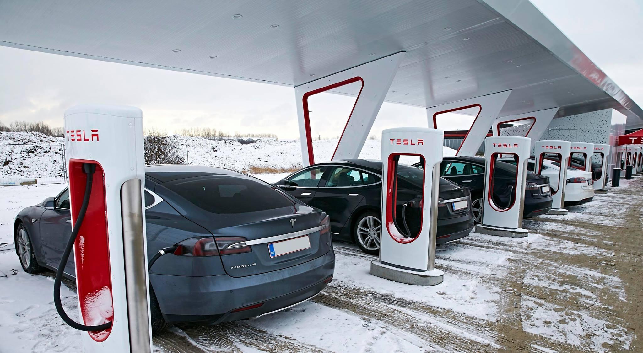 Новые зарядные станции от Tesla: заряжают батарею на 120 км хода за 5 мин - 4
