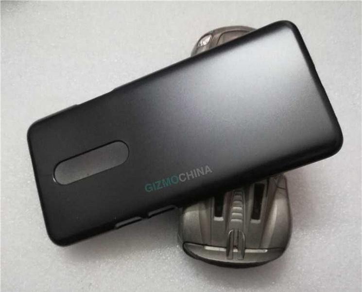 Свежие фото чехлов подтвердили выдвижную фронтальную камеру флагманского смартфона OnePlus 7