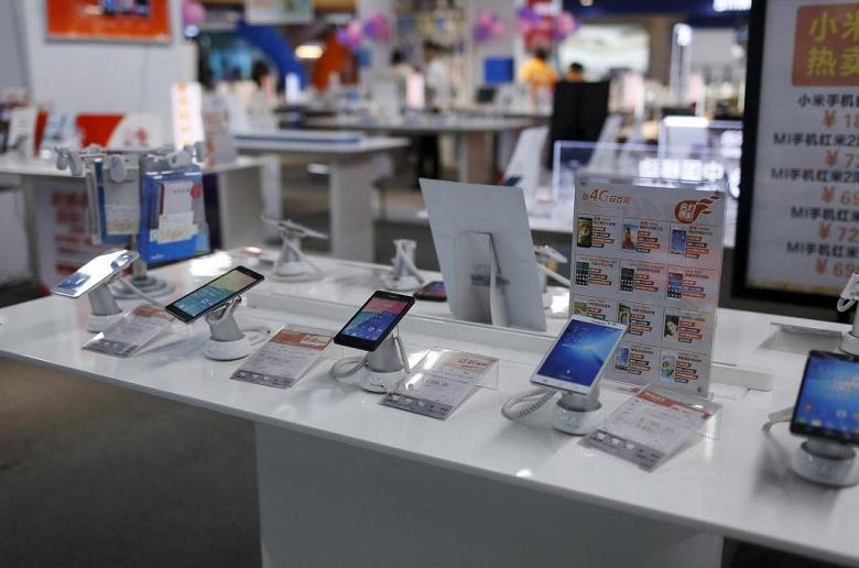 В прошлом месяце продажи смартфонов в Китае упали до шестилетнего минимума
