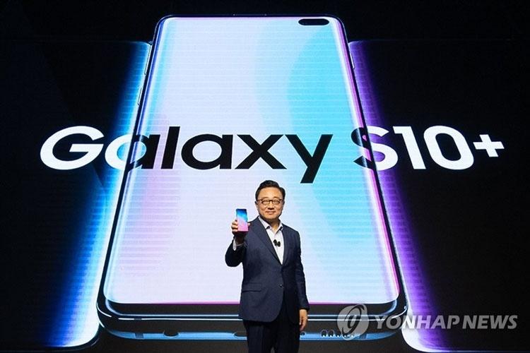 Samsung призналась в разработке дисплеев без вырезов со скрытой камерой