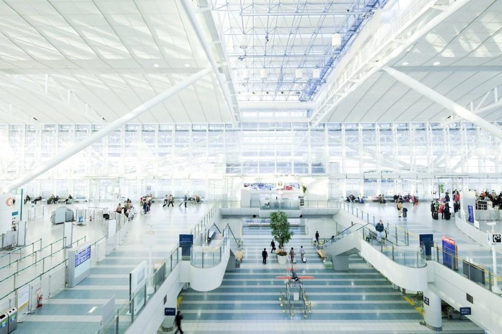 Как аэропорт Фукуоки узнал, какие меры будут эффективны для уменьшения очередей - 1