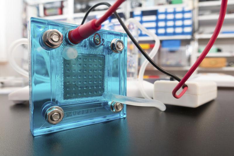 Новый материал для топливных элементов позволяет создавать долгосрочные «энергетические ячейки» - 1