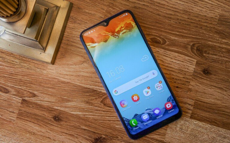 По подсчетам CLSA, компания Samsung сократила поставки дисплеев OLED в этом квартале на 26% - 1