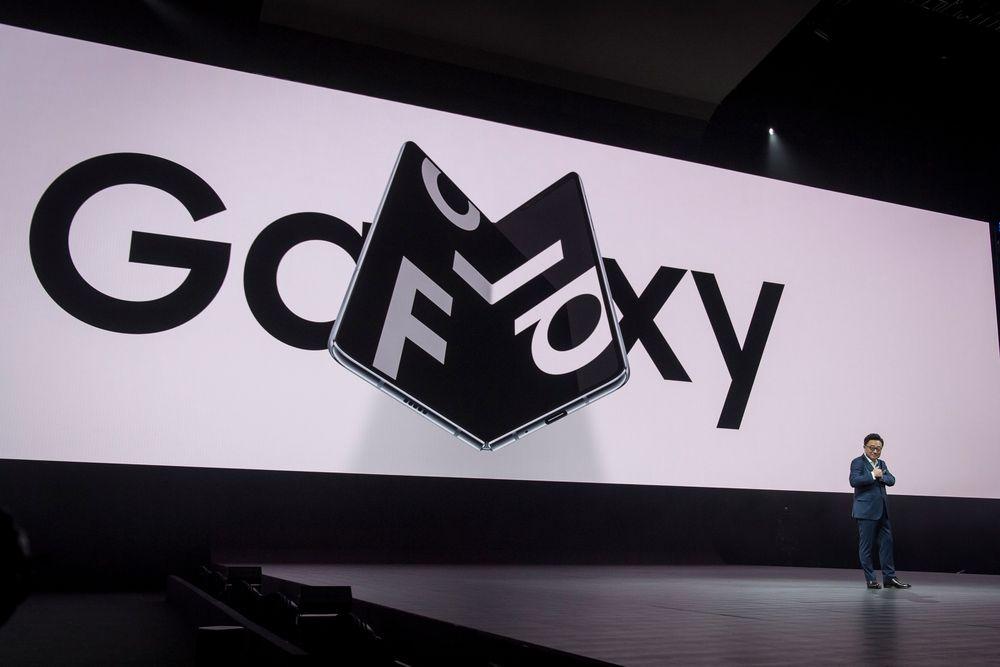 У телефона Samsung со сгибаемым экраном за $2000 на дисплее образуется складка - 2